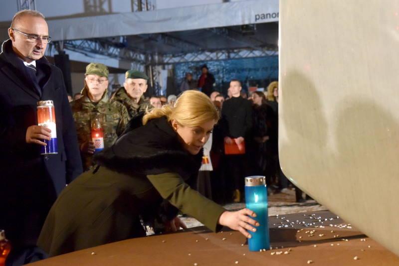 Uoči 28. obljetnice vukovarske tragedije, molitva i svijeće u dvorištu vukovarske bolnice