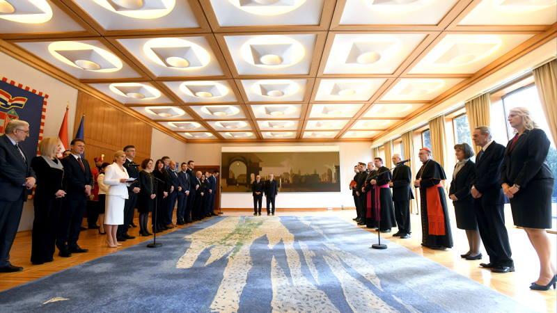 Kolinda Grabar-Kitarović na kraju mandata posmrtno odlikovala kardinala Kuharića