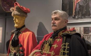 Eksponati Kravat pukovnije u sklopu izložbe postavljene u Etnografskom muzeju